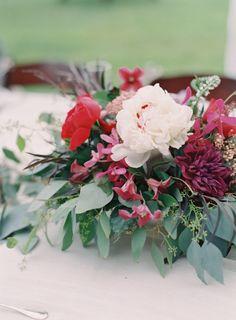 Gorgeous flowers: http://www.stylemepretty.com/2015/01/05/berry-colored-oahu-wedding/ | Photography: Great Romance - http://thegreatromancephoto.com/