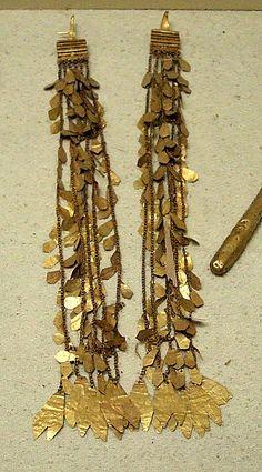 gold earrings, 2-3 century b.c., archeology museum, istanbul