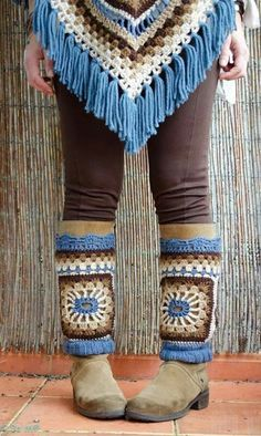 photo of crochet poncho and leg warmers-- I would rock the shit out of some crochet leg warmers :) Crochet Leg Warmers, Crochet Boot Cuffs, Crochet Boots, Crochet Slippers, Crochet Scarves, Crochet Shawl, Crochet Clothes, Crochet Stitches, Crochet Granny