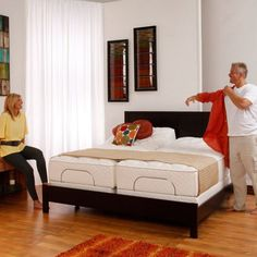 chambre mansard e avec lit deux places en acier sol en. Black Bedroom Furniture Sets. Home Design Ideas