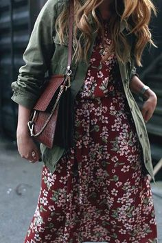 At the flower market. Desi is wearing: Chloé Faye Bag, Flower print dress, green parka jacket, Isabel Marant Dicker boots Mode Outfits, Dress Outfits, Casual Outfits, Fashion Outfits, Fashion Tips, Fashion Trends, Latest Fashion, Dress Dior, Look Fashion