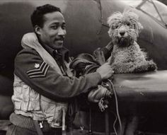 Flight Sergeant James Hyde, a fighter pilot serving with No 132 Squadron RAF, with his pet dog Dingo - World War 2 War Dogs, Military Working Dogs, Military Dogs, Pictures Of Soldiers, Trinidad Und Tobago, Vintage Dog, Creepy Vintage, Royal Air Force, Service Dogs