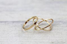 Moderne Accessoires: Edle Ringe in schlichtem Design, Goldring / modern acessory: classy rings in sinple design made by inimaljewellry via DaWanda.com