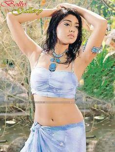 Shriya Saran exposing her Armpit