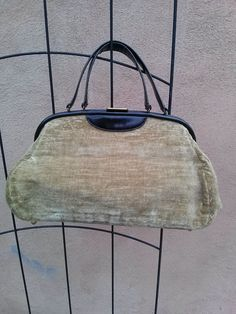 Hey, I found this really awesome Etsy listing at https://www.etsy.com/listing/167359898/vintage-1950s-journey-bag-carpetbag