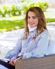 Jordan Royal Family, Queen Rania, Royal Families, Turtle Neck, Sweaters, Fashion, Celebs, Style, Dress