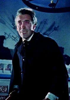 Horror of Dracula - Christopher Lee confronts Peter Cushing Hammer Movie, Hammer Horror Films, Hammer Films, Sci Fi Movies, Scary Movies, Movie Tv, Legends Of Horror, The Frankenstein, Beautiful Dark Art