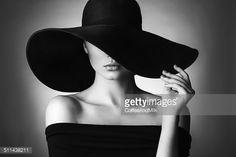 Photo : Studio shot of young beautiful woman