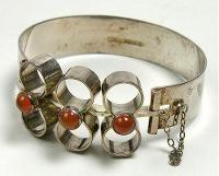Kultasepät Salovaara. Silver bracelet. 1971. Location: Turun museokeskus (museum).
