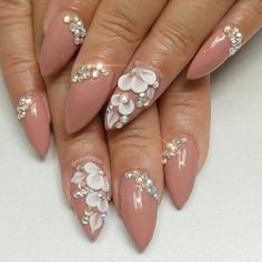 Trendy Wedding Nails For Bride Bling Flower nails flowers Bling Wedding Nails, Wedding Nails For Bride, Wedding Nails Design, Bride Nails, Nail Wedding, Bridal Nails Designs, Bridal Nail Art, Nail Art Designs, Matte Nails
