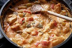 Low-carb Hähnchenbrust mit Zucchini und Tomaten in cremiger Frischkäsesauce 3
