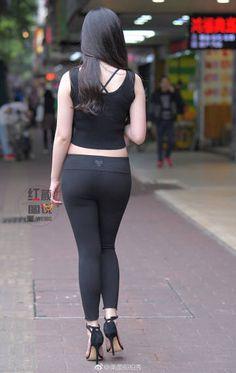 微博 Women's Fashion Leggings, Tights Outfit, Girl Fashion, Fashion Outfits, Womens Fashion, Iranian Women Fashion, Womens Workout Outfits, Sexy Jeans, Sexy Asian Girls