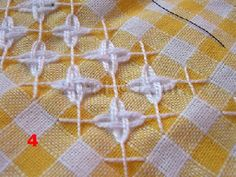 Laura fa: Broderie suisse - chicken scratch on yellow gingham