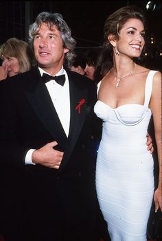 Richard Gere and Cindy Crawford, 1993 In People mixed things up by doing sexiest couple instead of sexiest man. Movie star Richard Gere and his supermodel wife at the time, Cindy Crawford, Richard Gere, Herve Leger, Fashion History, 90s Fashion, Dress Fashion, Fashion Beauty, Robes D'oscar, Cindy Crawford Photo, Best Oscar Dresses
