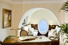 "Intercontinental Carlton de Cannes  (La suite ""Grace Kelly "" )."