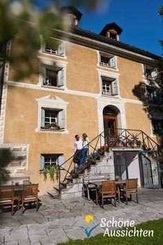 Das 1590 erbaute Hotel Chesa Salis ist eine Sehenswuerdigkeit und bis ins Detail gepflegt: Die Chesa Salis im Oberengadin ist ein zauberhaftes Hotel, in dem Altes und Neues harmonisch aufeinander abgestimmt sind. Und sie ist ebenso einzigartig wie Bever selbst. Der Ort an der Strecke der Rhaetischen Bahn, die zum UNESCO-Welterbe gehoert, konnte seine historische Bausubstanz bis heute bewahren und ist ideal fuer Erholungssuchende.  (c) swiss-image.ch/Gian Marco Castelberg und Maurice Haas