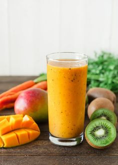 Healthy Smoothies Recipe Carrot mango and kiwi smoothie - This Carrot Mango and Kiwi Smoothie is like sunshine in a glass! Carrot juice is incredibly good for you, and so refreshing with this tropical twist. Kiwi Smoothie, Mango Smoothie Recipes, Yummy Smoothies, Smoothie Drinks, Yummy Drinks, Mango Recipes, Fitness Smoothies, Juice Recipes, Homemade Smoothies