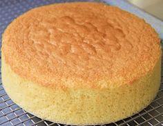 PÃO DE LÓ : la recette traditionnelle facile - CULTURE CRUNCH Bolo Vegan, Vegan Cake, Sponge Cake Recipes, Easy Cake Recipes, Vanilla Sponge Cake, Vanilla Cake, Food Cakes, Squirrel Food, Romanian Desserts