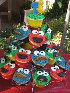Sesame cupcakes...I have made these and they come out so cute!
