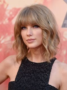 Taylor Swift's short bob with bangs - Celeb Short Hairstyles That ...