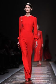 Valentino shows a masterful fall 2012 collection of feminine clothes at Paris fashion week. Dress Outfits, Casual Outfits, Fashion Outfits, Dresses, Fashion Photo, Jeans, Catwalk, Valentino, Runway