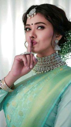 South Indian Actress Photo, Beautiful Indian Actress, Wedding Lehenga Designs, Saree Wedding, Indian Silk Sarees, Bengali Saree, Fancy Dress Material, Saree Hairstyles, Indian Photoshoot