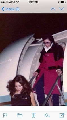 Elvis and Mindi Miller descending from an airplane (not the Lisa Marie)
