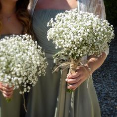 Last Sunday saw a sunshine filled wedding day at #pristonmill The #bridesmaids carried #gypsophila #posies finished with #hessian and little #woodenhearts #heartbuttons #rusticwedding #countrywedding #outdoorwedding #thelilylocket