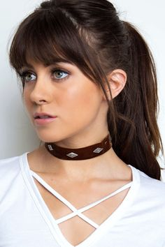 Nothing could ever compare to this rust Analeigh Velvet Choker! Features an inch-thick velveteen fabric in a choker styling Five silver rhombus shaped emblems Silver hardware Adjustable lobster Extender*Imported - New Hair Cut Long Hair With Bangs, Haircuts With Bangs, Thick Bangs, Bangs With Ponytail, Dark Hair Bangs, Chunky Bangs, Oval Face Bangs, Haircut Bangs, Full Bangs