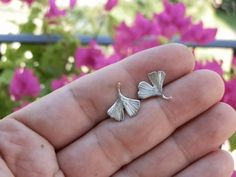Piccole foglie di ginkgo biloba in argento di calcagninigioielli, $33.00