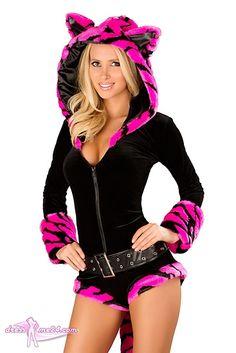 Besuche uns gern auch auf dressme24.com ;-) Tiger Overall pink Kostüm - Premium Qualität - Figurbetonter Overall aus weichem Stretch Samt mit kuschliger Kapuze ( mit Ohren ) aus Pelzimitat. Der Saum und die Armmanschetten sind ebenso aus dem fluffigen Pelzimitat gefertigt. Mit dieser Mieze fallen Sie überall auf! #Kostueme, #Sexykostueme, #Tigerkostuem