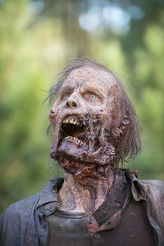 """Pin for Later: What the Walkers on The Walking Dead Are Actually Thinking """"DINNER'S READY!"""""""