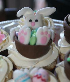 Easter bunny cupcake.