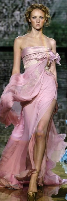 Elie Saab Spring 2006 Couture Fashion Show-Elie Saab Spring 2006 Couture Fashion Show Elie Saab Spring 2006 Couture Collection – Vogue - Beauty And Fashion, Pink Fashion, Fashion Show, Fashion Spring, Fashion Dresses, Style Couture, Couture Fashion, Beautiful Gowns, Beautiful Outfits