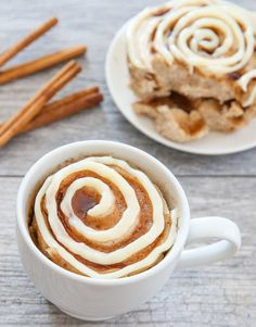 This single serving microwave cinnamon roll mug cake has cinnamon swirls mixed throughout a fluffy cinnamon flavored cake. Its cinnamon roll meets cake in an easy mug cake form. I'm pretty excited with how this mug Best Mug Cake Recipes, Cinnamon Cake Recipes, Mug Recipes, Cooking Recipes, Steak Recipes, Easy Recipes, Breakfast Desayunos, Breakfast Recipes, Dessert Recipes