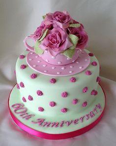 Vintage teacup cake I don't make cakes but this is super cute! Ruby Wedding Cake, Diamond Wedding Cakes, Fun Cupcakes, Cupcake Cakes, 40th Wedding Anniversary Cake, 90th Birthday Cakes, Mum Birthday, Teapot Cake, Pinterest Cake