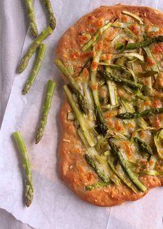 Asparagus pizza with spelt crust