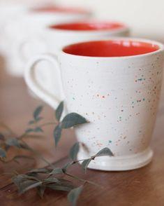 Tacitas listas para un café calentito! ☕️ Nuevamente gracias a @phgiuligamarra que se ofreció con todo su amor a realizar esta hermosa producción! 😍 . . . #fotografiaartistica #photographyceramics #decoracioninteriores #potterylove #pottery #ceramic #ceramica #ceramics #tazas #cup #autumn #otoño #invierno #coffe #cafe #lapella #ceramicaartesanal #handmade #hechoamano #hechoamanoconamor