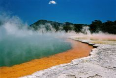 Champagne Pool, en la Wai-O-Tapu Thermal Wonderlad, en Rotorua, Nueva Zelanda Oh The Places You'll Go, Great Places, Places To Travel, Places To Visit, Australia Holidays, Australia Tours, Amazing Places On Earth, Beautiful Places, Tasmania