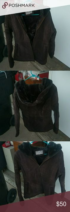 Brown suede hooded jacket Brown Croft &Barrow suede jacket with a hood zip up front and lined pockets. No sign of wear, in excellent condition and very warm on those freezing cold nights. I honestly have no idea what the size is, that tag was cut out, but it fits me great so I'm guessing it to be a size Medium. croft & barrow Jackets & Coats