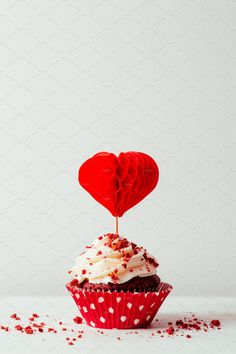 Baking Chocolate, Chocolate Cream, Chocolate Frosting, Cupcake Photography, Food Photography, Heart Shaped Cakes, Cake Picks, Heart Cupcakes, Red Velvet Cupcakes