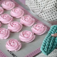 Pink meringues roses with white none-pareils. Perfect for valentines day 💋 👉 To find the ( all of the featured on this… Wilton 1m, Family Bbq, Sweet Bakery, Meringue Cookies, Family Birthdays, Recipe Of The Day, Birthday Celebration, Food Pictures, Kids Meals