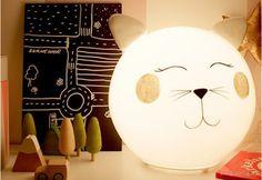 Las lámparas de animales es una de las tendencias actuales de la decoración infantil, en los últimos meses hemos visto, gatos, osos, nubes ...