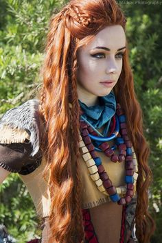 Horizon: Zero Dawn's protagonist Aloy is really damn cool. She beats up/blows up robot dinosaurs with her bow like it's nothing, and she's got an awesome...