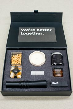 Top Client Appreciation Gift Designs of 2017 Box Regalo, Material Didático, Curated Gift Boxes, Company Gifts, Company Swag, Client Gifts, Welcome Gifts, Business Gifts, Appreciation Gifts
