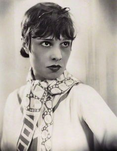 Anita Loos, Photo by Sasha (Alexander Stewart), June 1928. National Portrait Gallery, London Anita Loos (1889-1981) was an American screenwriter, playwright and author, best known for her blockbuster comic novel, Gentlemen Prefer Blondes.