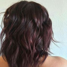 From deep brown to burgundy wine hair Short Hair Haircuts, Blonde Haircuts, Cabelo Rose Gold, Wine Hair, Hair Color And Cut, Great Hair, Fall Hair, Pretty Hairstyles, Red Hairstyles