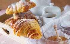 Croissant come al bar, ma veramente! Sono buonissimi, delicatamente sfogliati, croccanti fuori e morbidi dentro per una colazione incredibile.