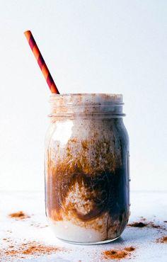 Iced Cinnamon Almond Milk Macchiato Shakeology Drink // healthy recipes // shakeology recipes // drinks // beverages // shakes // smoothie // snacks // vanilla shakeology // cafe latte shakeology // v (Vegan Cheesecake Coffee) Shakeology Flavors, Vanilla Shakeology, Vegan Shakeology, Beachbody Shakeology, Chocolate Shakeology, Healthy Coffee Drinks, Yummy Drinks, Protein Shake Recipes, Healthy Recipes