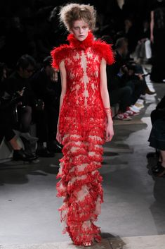 Alexander McQueen Fall 2015 Ready-to-Wear Fashion Show Collection: See the complete Alexander McQueen Fall 2015 Ready-to-Wear collection. Look 34 Fashion Week Paris, Runway Fashion, Look Fashion, High Fashion, Fashion Show, Autumn Fashion, Alexander Mcqueen, Fall 2015 Trends, Heroin Chic